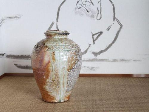 Shigaraki vase naturally glazed by great master Sadamitsu Sugimoto