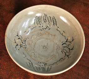 Very Rare Celadon Bowl with Elaborate Slip Inlay and Gold