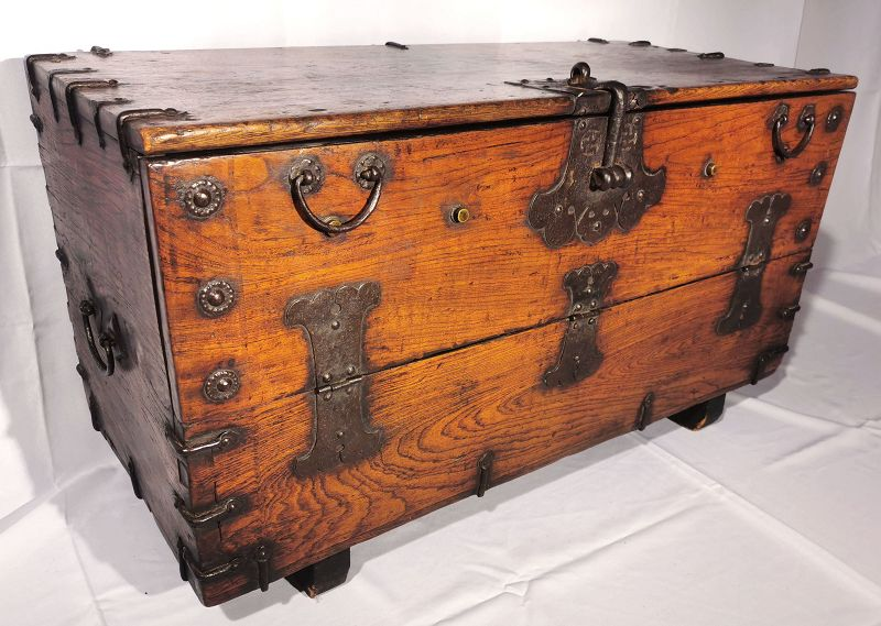 19th Century Korean Bandaji Chest from Jeolla Province with golden hue