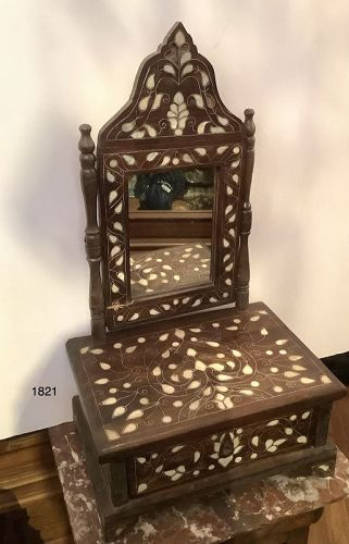 Damascus Syrian Vanity with Mother of Pearl leaf decoration 25x14x9.5�