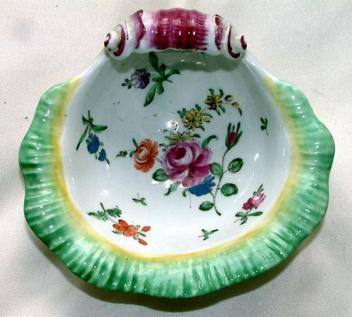 An Early Worcester Porcelain Shell Sweetmeat Dish c1756-1758