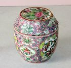 Chinese Export Famille Rose Porcelain covered Patch Box, 19C.