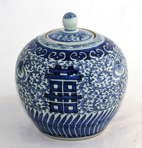 Chinese Blue & White Porcelain round Jar with Top, 19th C.