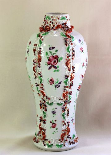 Chinese Qianlong period Export Famille Rose Porcelain Vase, 18th C.