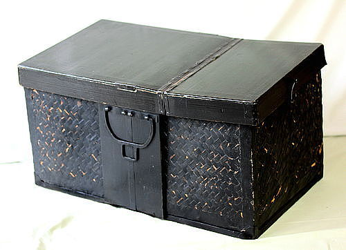 Japanese black Bamboo Trunk with black iron handle