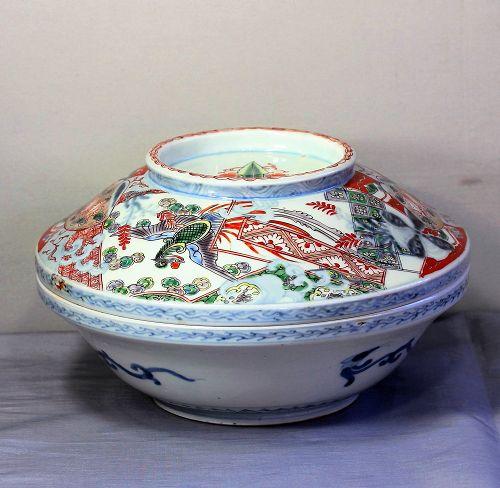 Japanese Imari Porcelain covered Serving Bowl, Meiji period