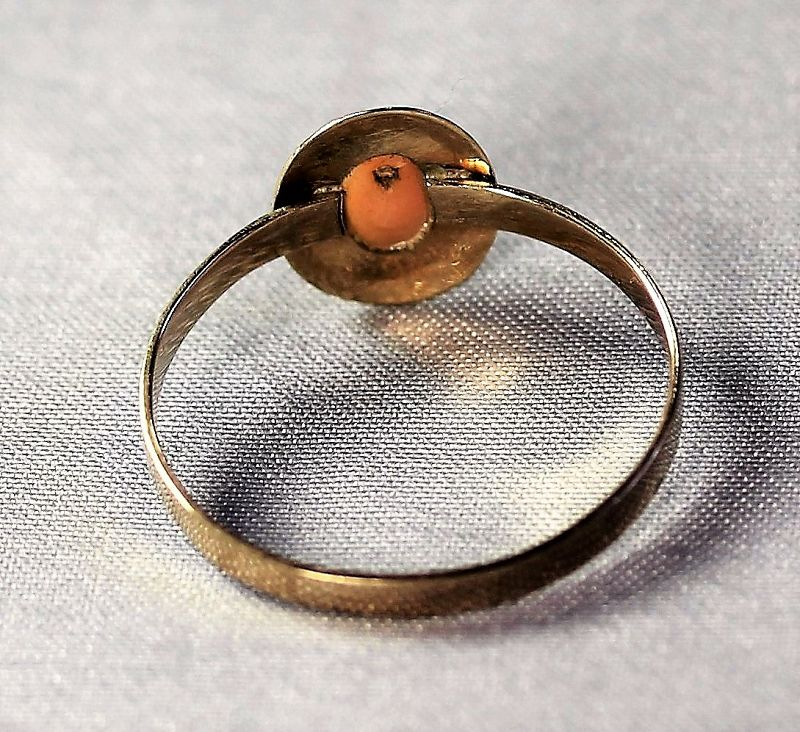 Chinese Coral Cabochon and 14K gold Ring