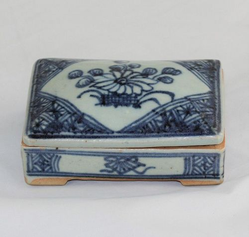 Chinese Blue & White Porcelain covered Dome Top Rectangle Box