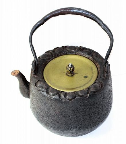 Japanese Cast Iron Tea Kettle with Bronze Cover, large Tetsubin