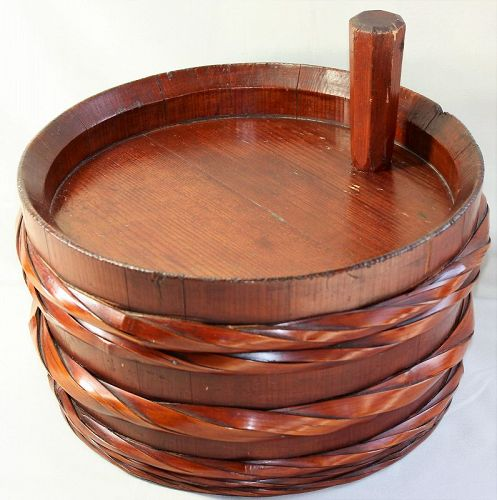 Japanese Chestnut color Wood Sake Barrel with stopper