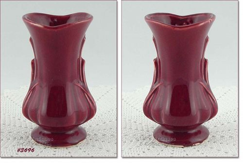 McCOY POTTERY � 5 ½�  BURGUNDY COLOR VASE