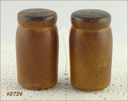 McCOY POTTERY � CANYON SALT AND PEPPER SET