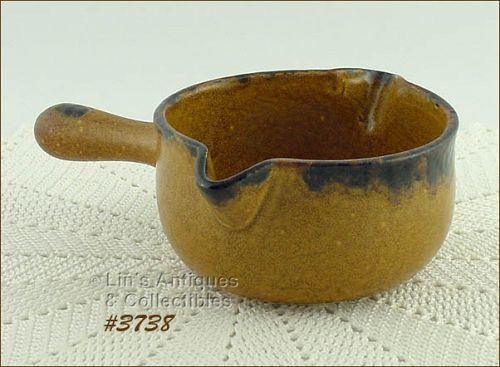 McCOY POTTERY � CANYON GRAVY SERVER