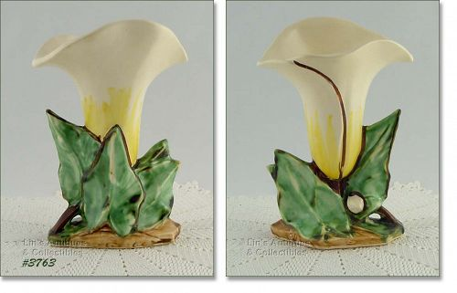 McCOY POTTERY � SINGLE LILY VASE (WHITE)