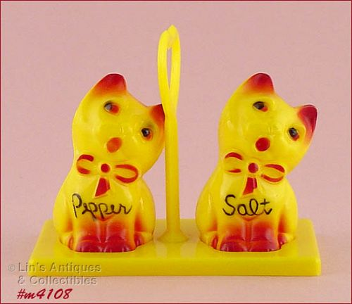 KITTENS SHAKER SET WITH HOLDER