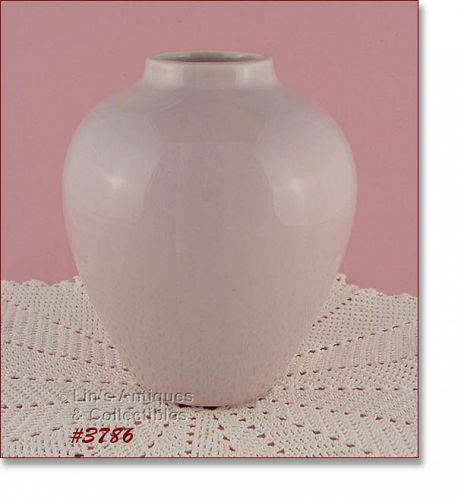 McCOY POTTERY � URN SHAPE VASE (PASTEL LILAC COLOR)