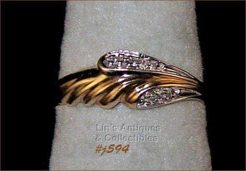 10K YELLOW GOLD RING WITH 5 DIAMONDS (SIZE 6)