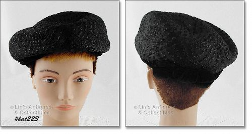 BLACK HAT WITH VELVET BAND AND BOW