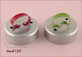 RED OR GREEN HANDLE BISCUIT CUTTER (CHOICE)