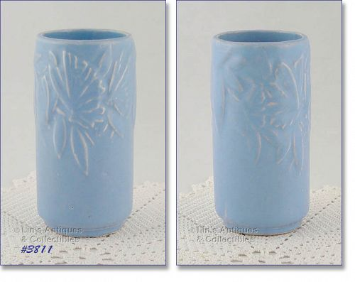 McCOY POTTERY � BUTTERFLY LINE VASE (BLUE)