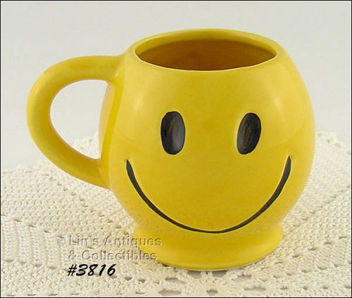 McCOY POTTERY � SMILE HAPPY FACE MUG / CUP