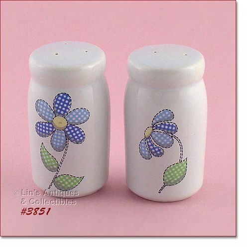 McCOY POTTERY DAISY DELIGHT VINTAGE SHAKER SET