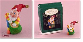 HALLMARK RUDOLPH�S HELPER ORNAMENT (1996)