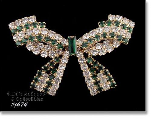 EISENBERG ICE BOW SHAPED PIN WITH GREEN AND CLEAR RHINESTONES
