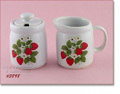 McCOY POTTERY VINTAGE STRAWBERRY COUNTRY CREAMER AND COVERED SUGAR