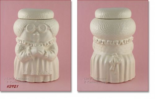McCOY POTTERY VINTAGE GRANDMA GRANNY COOKIE JAR IN ALL WHITE