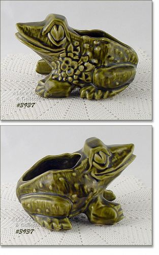 McCOY POTTERY LARGE OLIVE GREEN FROG VINTAGE PLANTER
