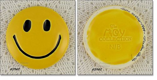 McCOY POTTERY SMILE SMILEY HAPPY FACE PAPERWEIGHT SIGNED AND DATED