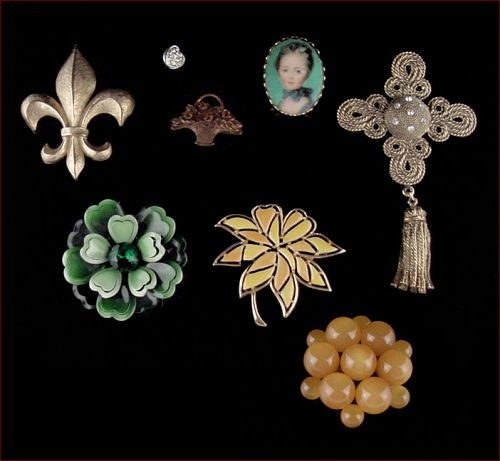 Lot of 8 Vintage Costume Jewelry Pins / Brooches