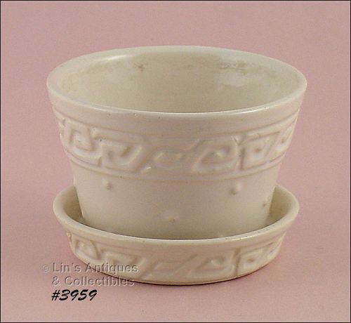 "McCOY POTTERY VINTAGE GREEK KEY WHITE FLOWERPOT 2 3/4"" TALL"