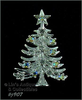 EISENBERG ICE � CHRISTMAS TREE PIN WITH AURORA BOREALIS RHINESTONES