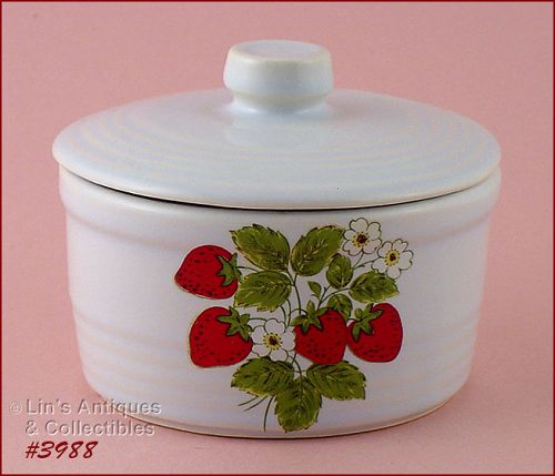 McCOY POTTERY VINTAGE STRAWBERRY COUNTRY ROUND MARGARINE CONTAINER