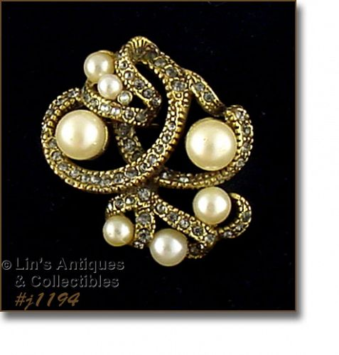 VINTAGE GOLDETTE RHINESTONE AND FAUX PEARL BROOCH