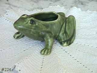 BRUSH MCCOY -- VINTAGE GREEN FROG PLANTER