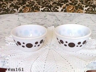 ViNTAGE GLASSWARE BROWN DOTS WHITE GLASS BOWLS SET OF TWO