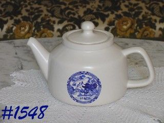 McCOY POTTERY -- VINTAGE BLUE WILLOW VINTAGE TEAPOT