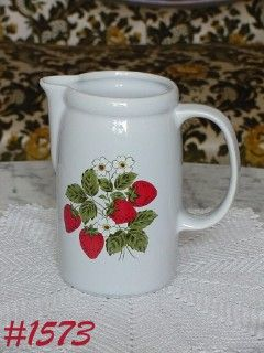 McCOY POTTERY VINTAGE STRAWBERRY COUNTRY TALL PITCHER MINT CONDITION