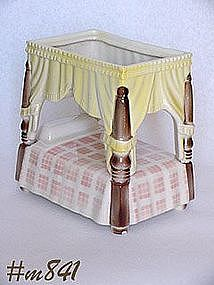 SHAWNEE POTTERY -- CANOPY BED PLANTER