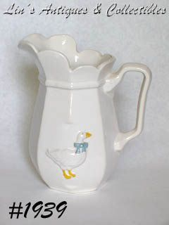 McCOY POTTERY VINTAGE COUNTRY ACCENTS SERVING PITCHER
