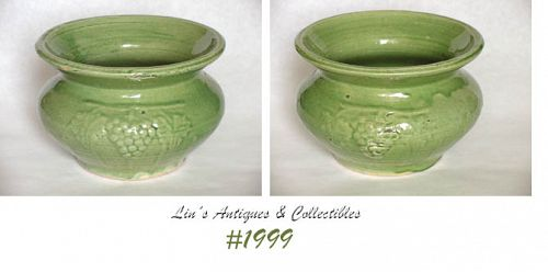 McCOY POTTERY -- GRAPES CUSPIDOR (GREEN)