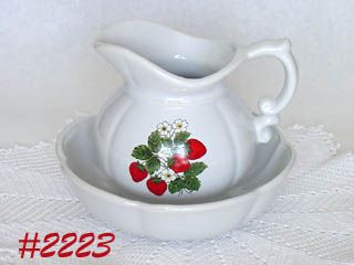 McCOY POTTERY STRAWBERRY COUNTRY VINTAGE PITCHER & BOWL