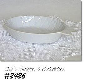 McCOY POTTERY -- ISLANDER LINE SERVING BOWL (WHITE)
