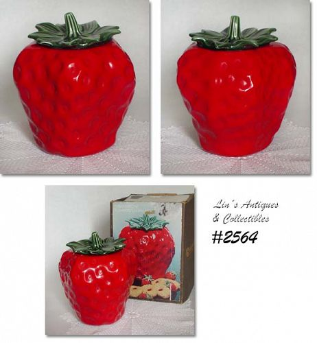 McCOY POTTERY RED STRAWBERRY VINTAGE COOKIE JAR IN ORIGINAL BOX
