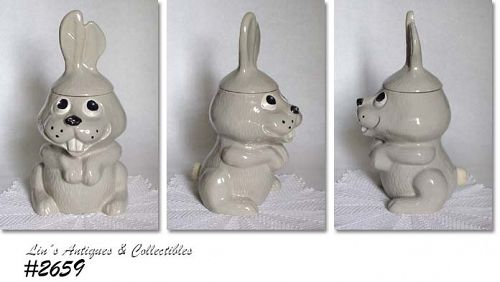 McCOY POTTERY -- HOCUS POCUS RABBIT COOKIE JAR (GRAY)