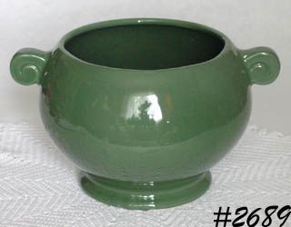 McCOY POTTERY -- FLORALINE URN PLANTER (GREEN)