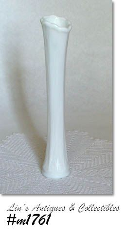 WESTMORELAND BUD VASE (MILK GLASS)